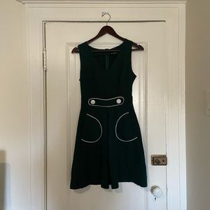 Green dress with pockets